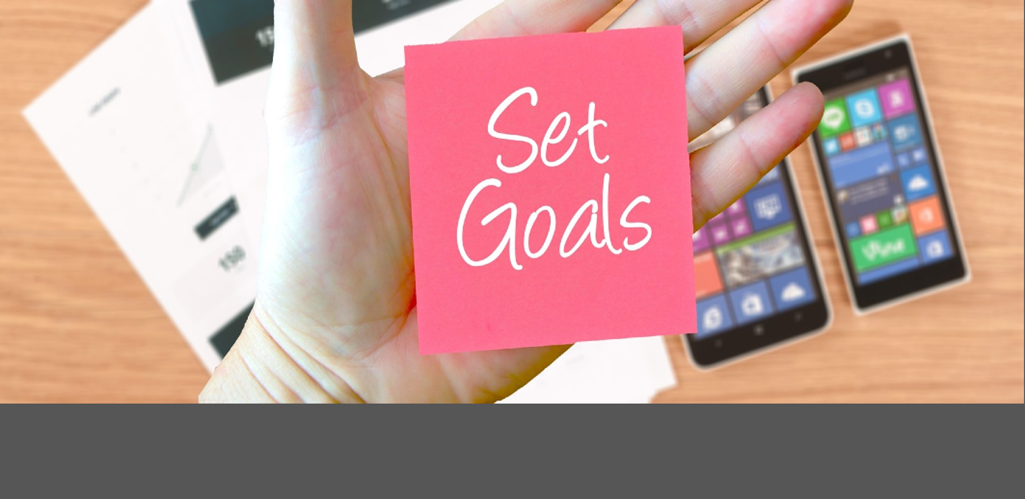 image with a post it note saying set goals